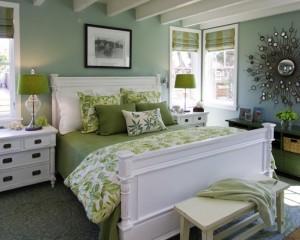 Бело-салатовый интерьер спальни в стиле модерн