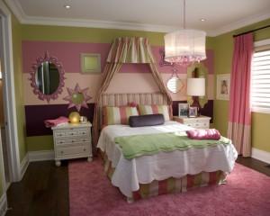 Девичья комната в сочетании розовых и зеленых цветов