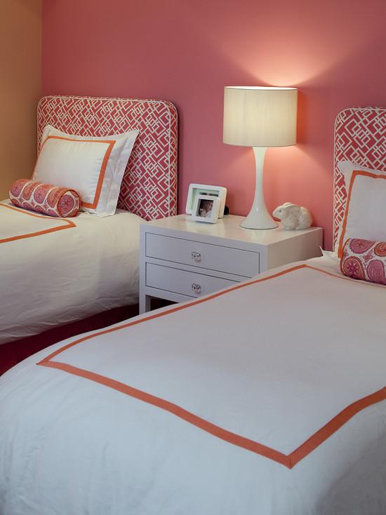 Две кровати в комнате девочек подростков