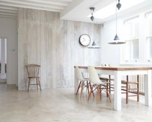 Деревянная стена покрашенная белой краской