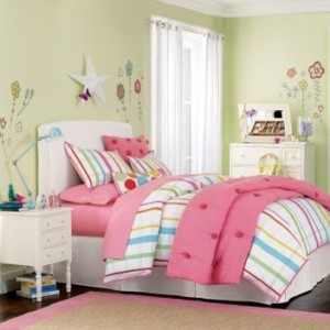 Спальня в салатов-розовом цвете для девочки