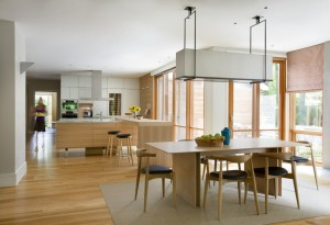 Деревянная мебель на кухне в скандинавском стиле