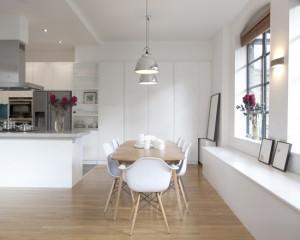 Лофт где кухня совмещена с столовой
