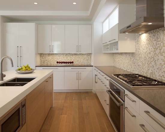 Кухонный фартук из мозаики бело-серого цвета в скандинавском стиле