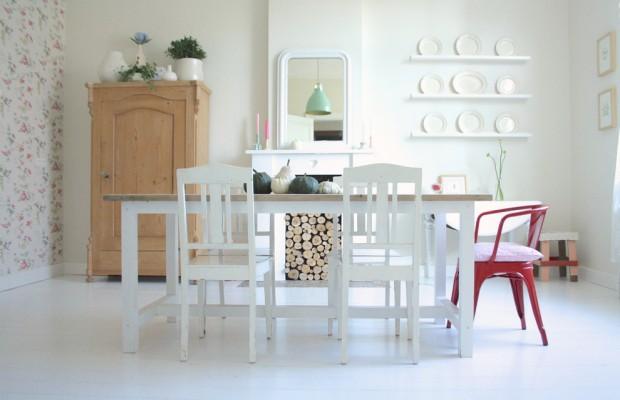 Интерьер скандинавской кухни с яркими пятнами