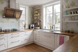 Принты на кухонных обоях
