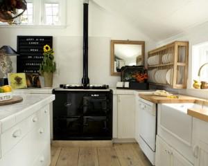 Классическая скандинавская кухня с черной плитой