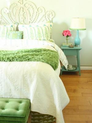 Декор спальни в салатовых цветах