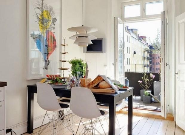 Балкон в столовой оформленной в скандинавском стиле