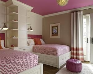 Кровати в розовой комнате девочек