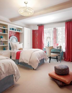 Просторная, стильная комната для девочки