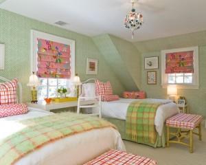 комната для двух девочек в сдержанных зеленных тонах