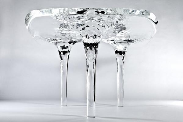 Жидкий стеклянный стол
