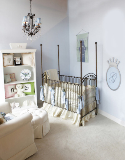 Железная кровать для маленького ребенка