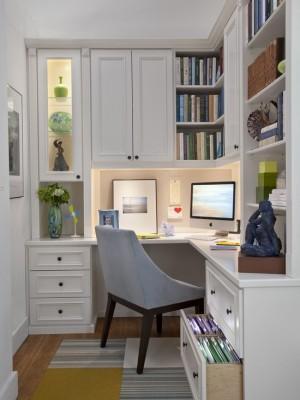 Крошечный вытянутый кабинет