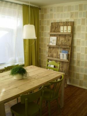 Необычный деревянный стеллаж