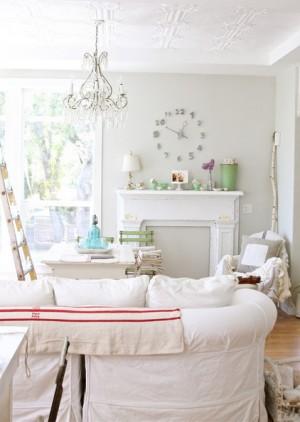 Комната в Французском стиле с декоративным камином