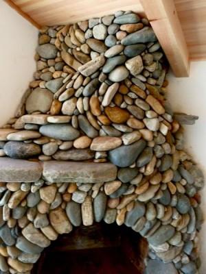 Камин из камней