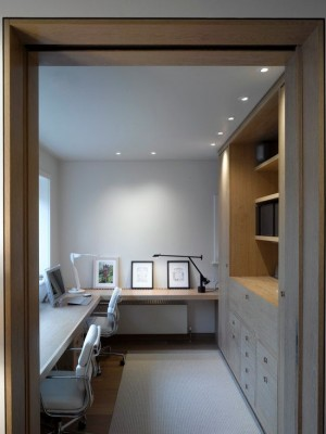 Вытянутый кабинет в стиле минимализм для двух людей
