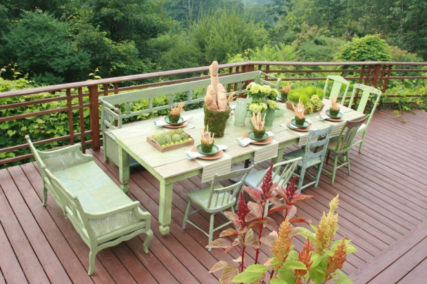 Покрашенная уличная мебель в нежно салатовый оттенок
