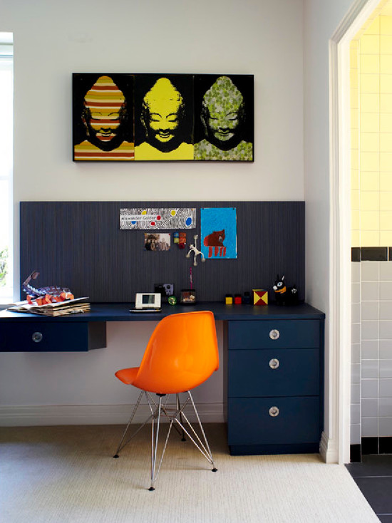 Подвесной письменный стол для ребенка