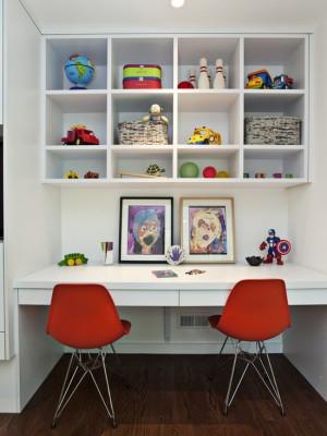 Фото: белый стол для двоих детей