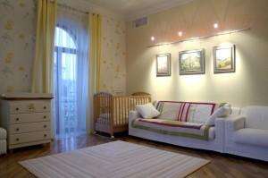Освещение которое не будет малышу спаль, и в тоже время будет хорошо освещать комнату
