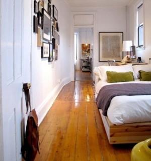 Интерьер узкой спальни с фото галереей