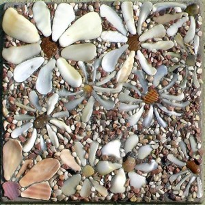 Картина из морских камушков и ракушек