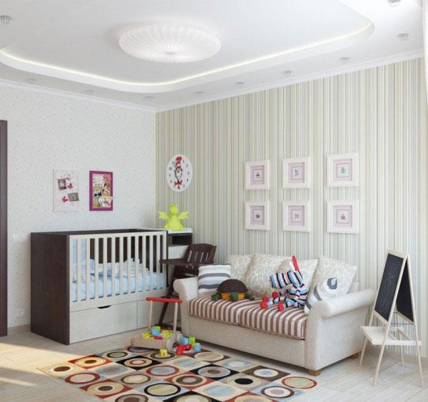 Детская кроватка в углу комнаты рядом с диваном