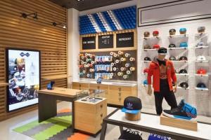 Интерьер магазина Adidas
