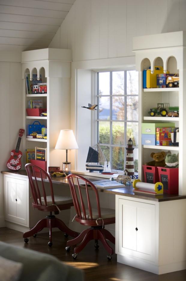 Письменный стол для детской комнаты