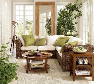 Уютная гостиная в большими растениями