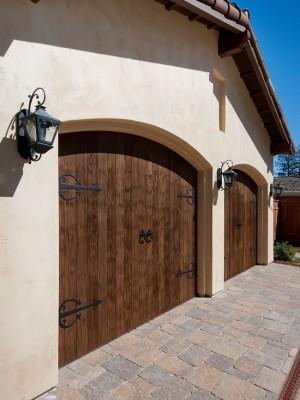 Гаражные ворота в стили амбарных ворот