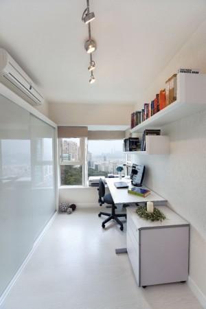 Длинный белый домашний офис