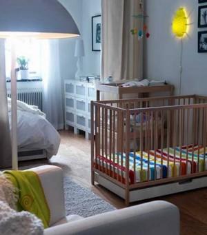Ночной светильник над детской кроваткой