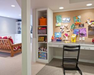 Фото: письменный стол для ребенка в коридоре