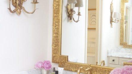 Интерьер ванной во французском стиле с золотом