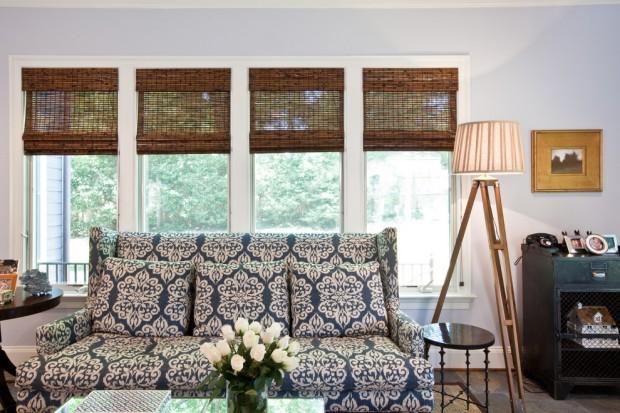 Бамбуковые жалюзи в интерьере гостиной