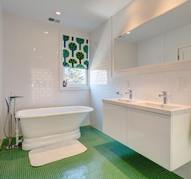 Бело-зеленая ванная комната