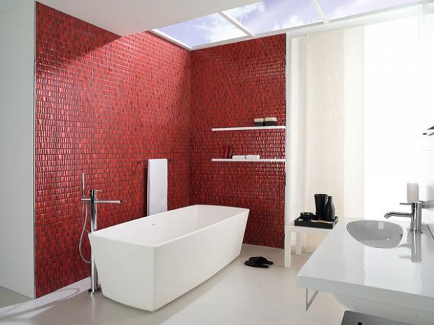 Белая ванная комната с красной кирпичной плиткой