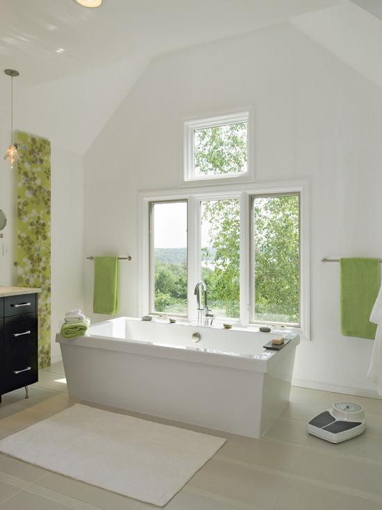 Белый и салатовый цвет в оформлении ванной комнаты