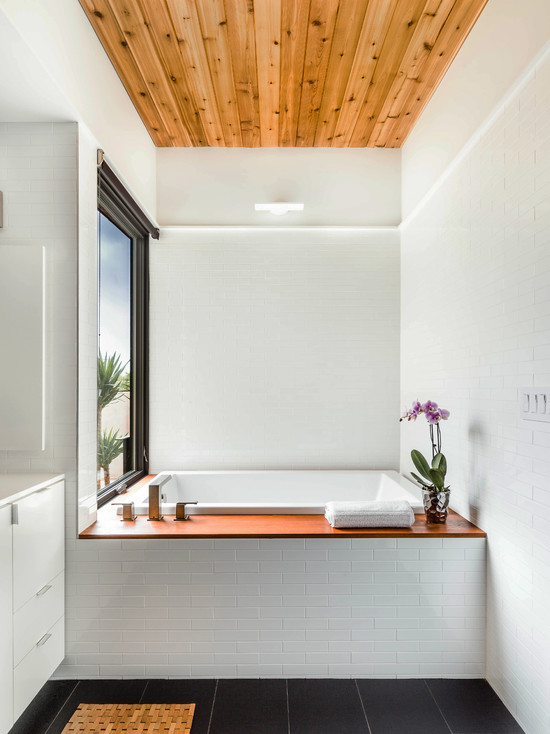 Интерьер стильной небольшой ванной комнаты