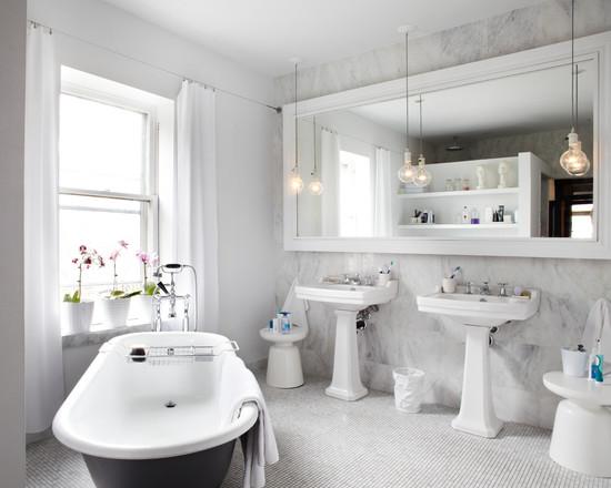 Белый мрамор в интерьере ванной комнаты