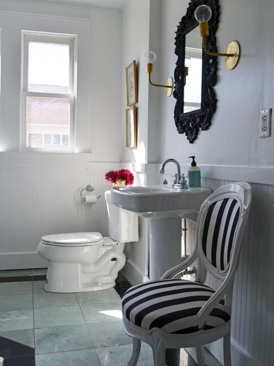 Белая ванная в ретро стиле