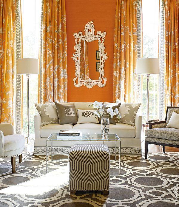Бело-оранжевая гостиная в итальянском стиле