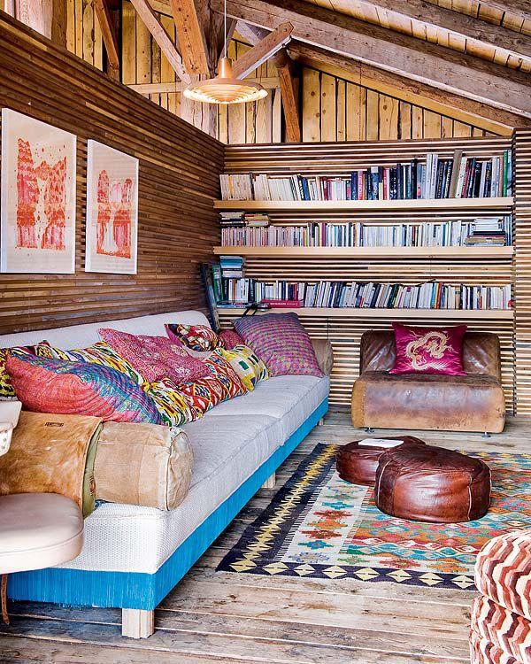 Интерьер в стиле бохо в деревянном доме
