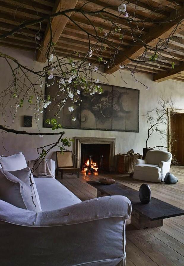 Римский стиль интерьера в просторной гостиной