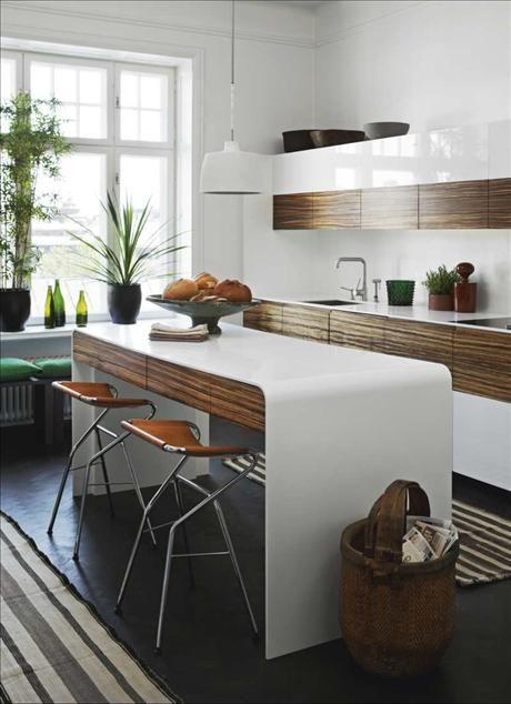Кухонный гарнитур из дерева зебрано