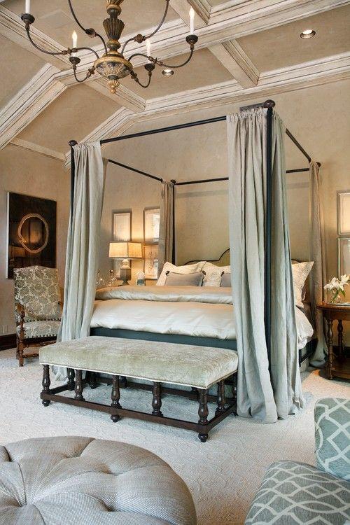 Шикарная кровать в балдахином